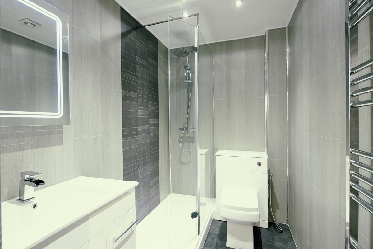 Image: Apartment bathroom